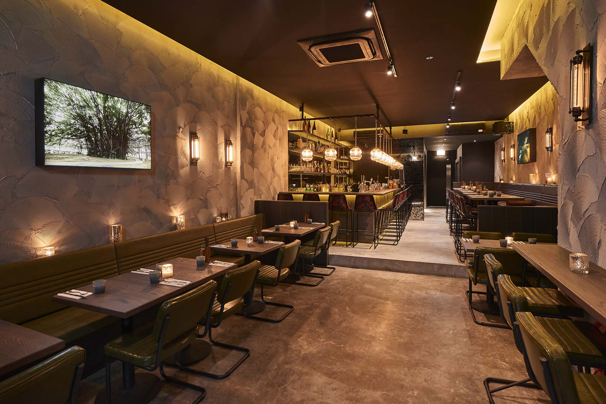 Review: Butcher Boy's simple fare and strong drinks make for a boisterous affair