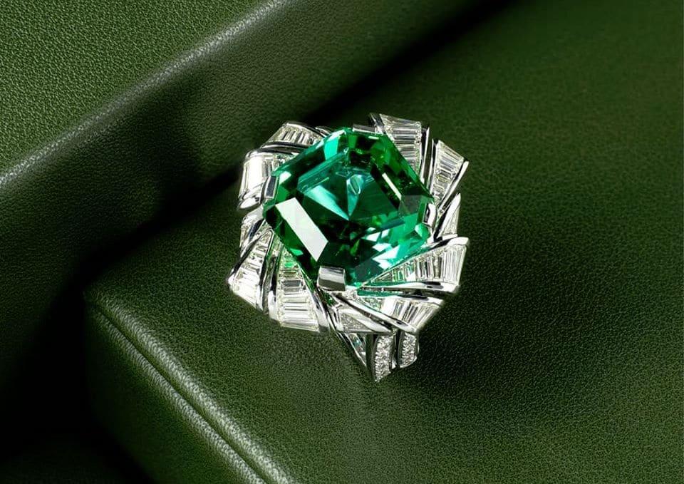 Artinian Emerald Ring