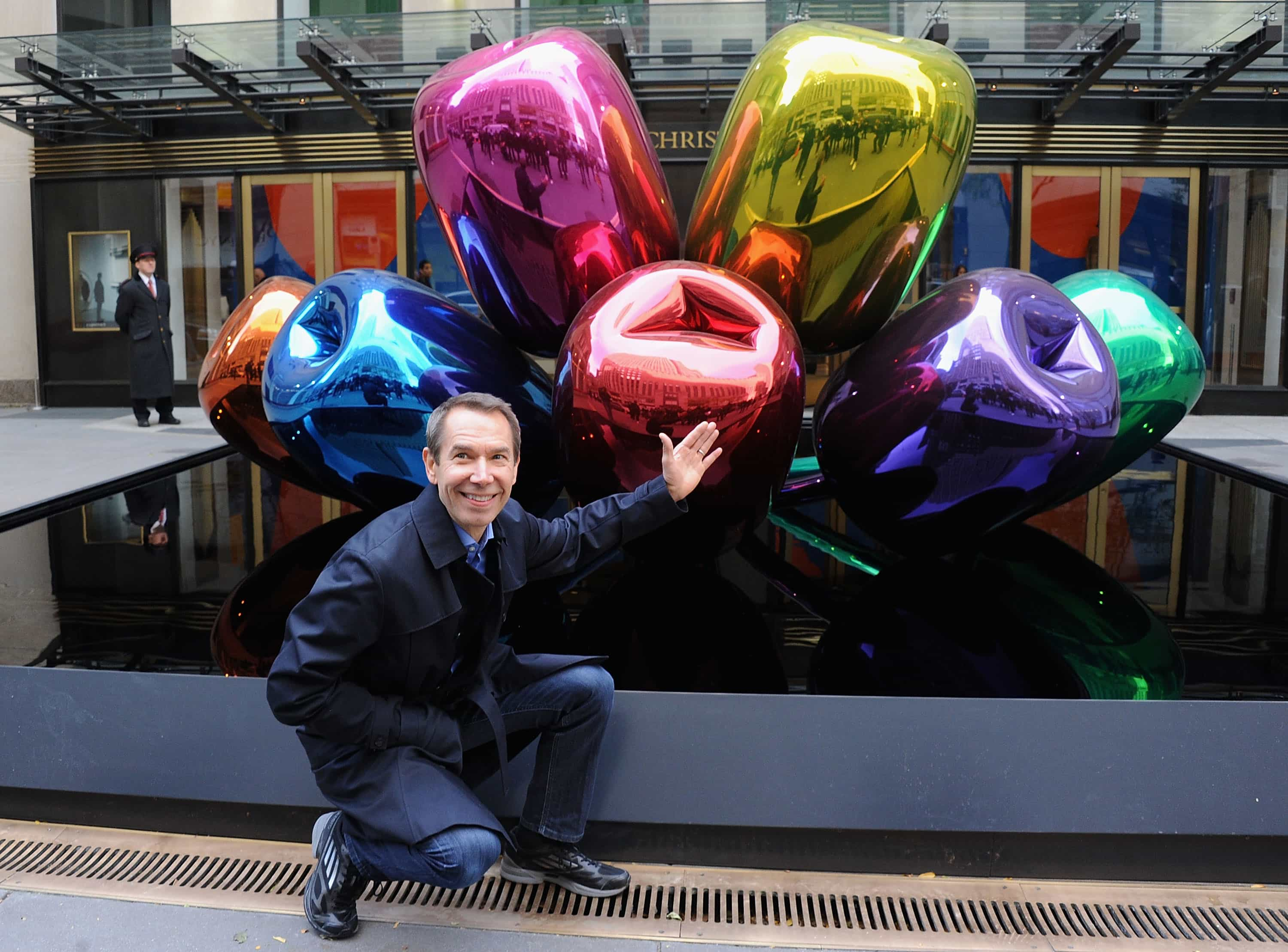 The Bouquet of Tulips by Jeff Koons is arriving at Le Petit Palais