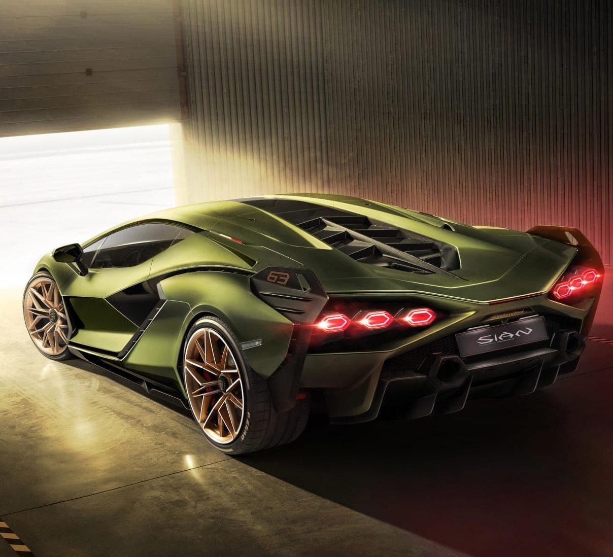 Lamborghini goes hybrid, Bugatti breaks the 300mph barrier, and more car news