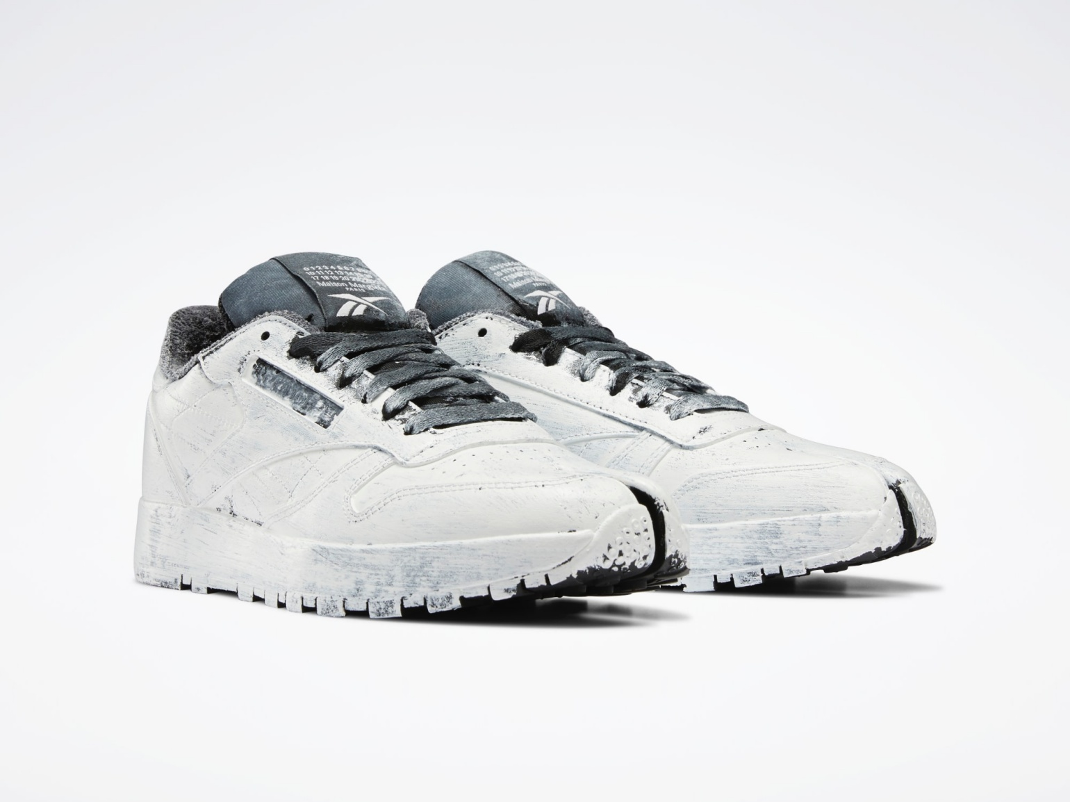 maison-margiela-reebok-tabi-sneakers-limited-edition-trainers-collaboration