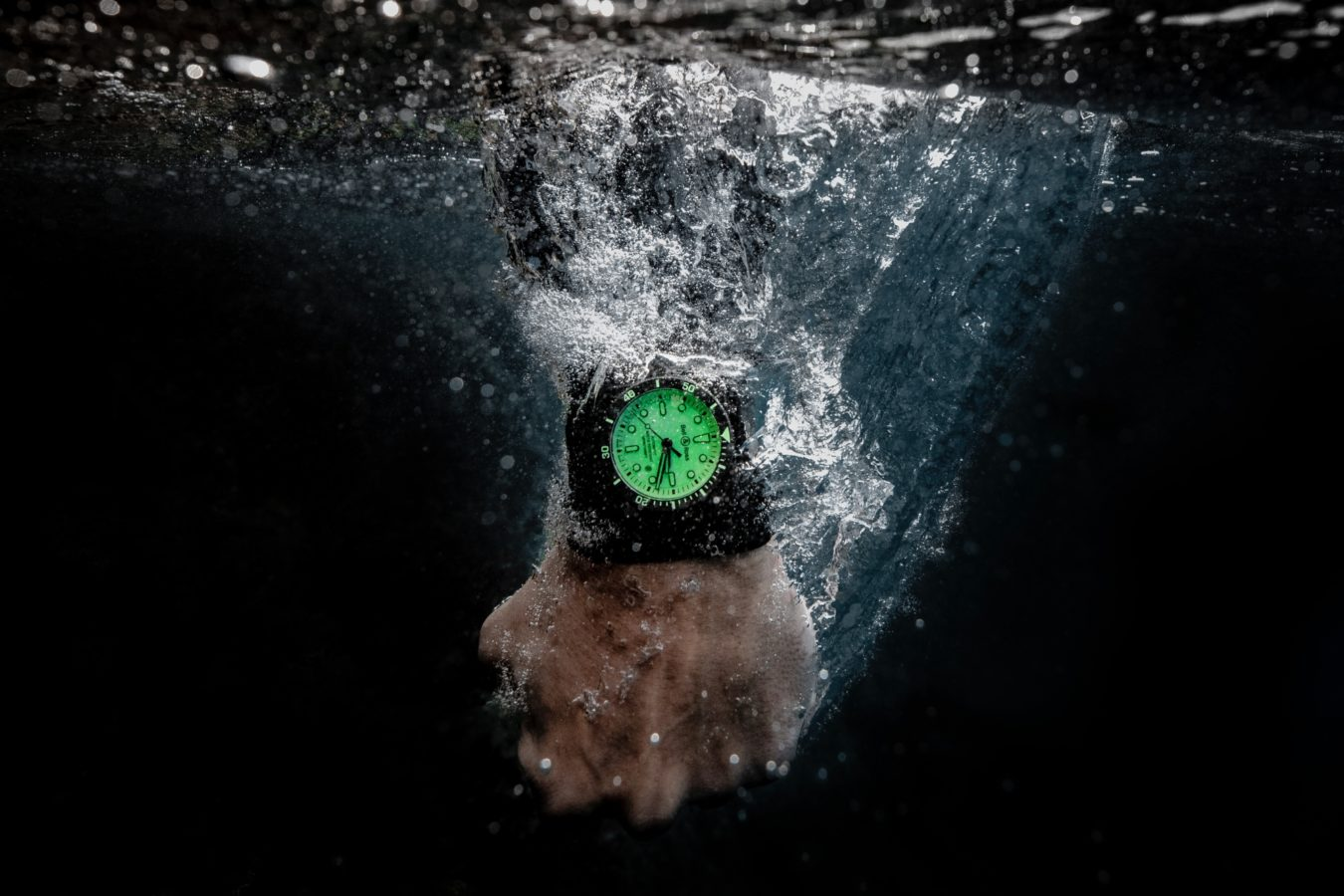 The new Bell & Ross Diver Full Lum makes us want to go for a swim
