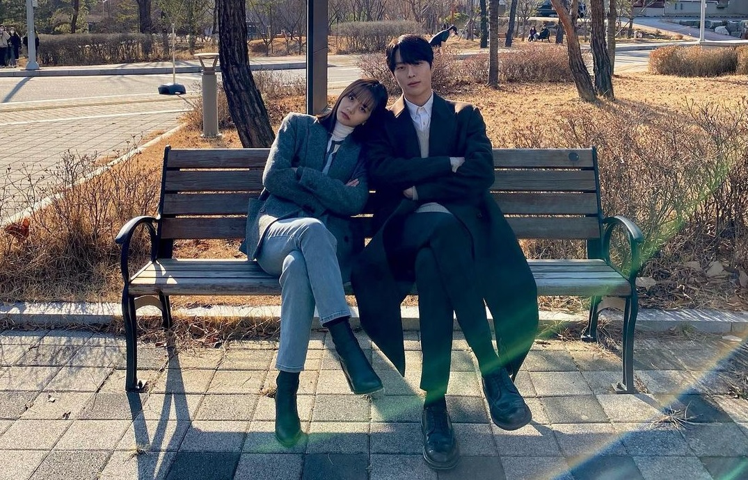 10 K-pop stars who are dating each other
