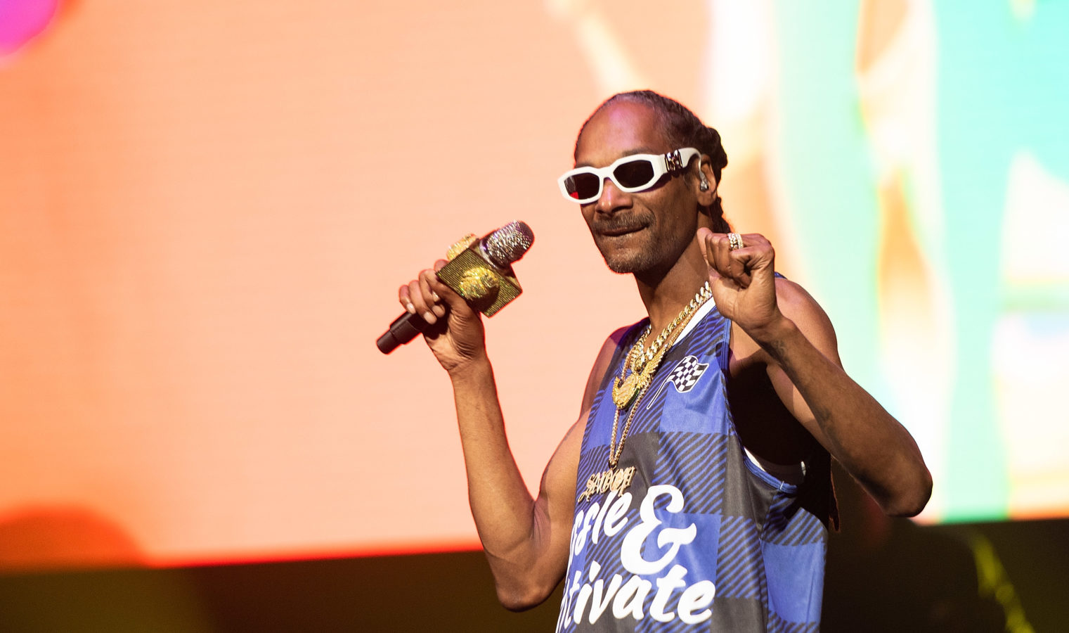 """Snoop Dogg debuts wine honouring """"convicts turned colonists"""" — the Snoop Cali Red"""