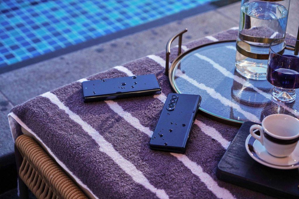 Samsung Galaxy Z Fold3 phantom black water resistance