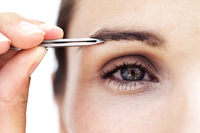 how to groom your own eyebrows