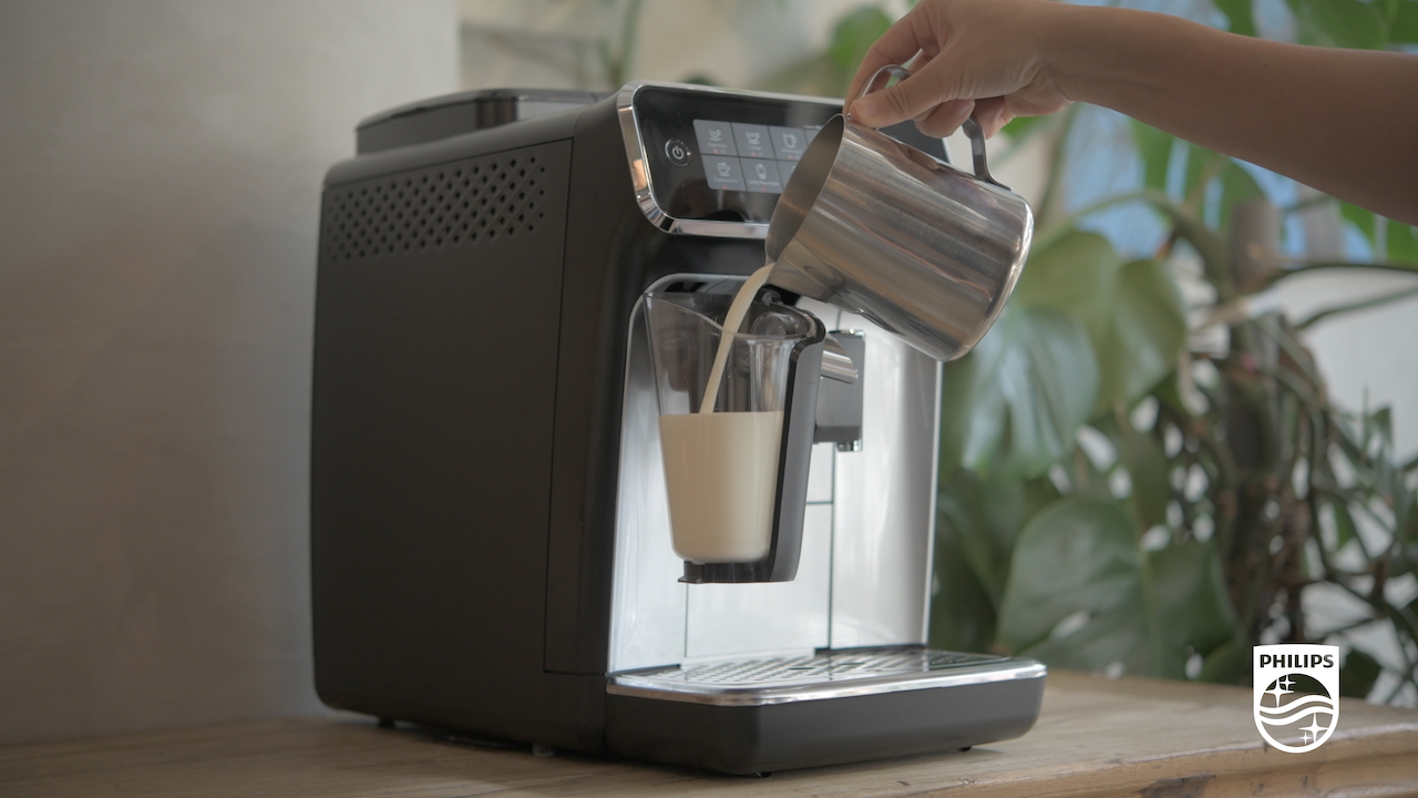 The Philip 3200 LatteGo has the world's first tubeless milk system, which only takes 15 seconds to clean. (Photo credit: Lifestyle Asia Singapore)
