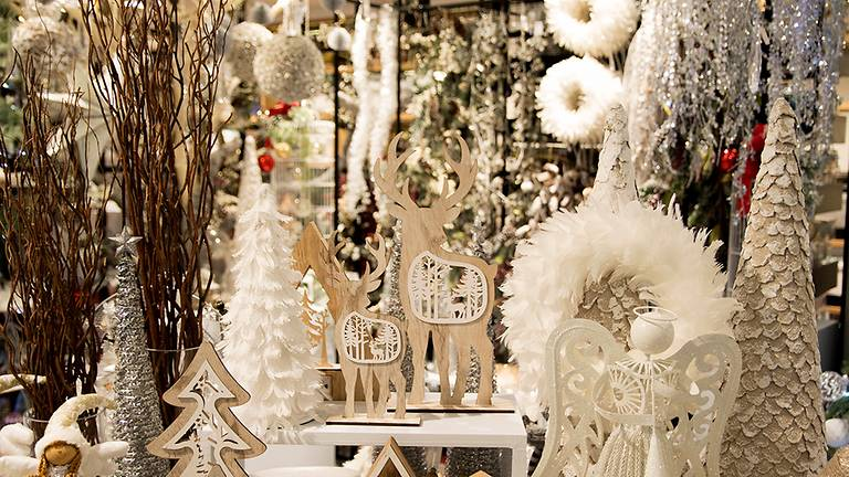Christmas was a big deal at Robinsons; the department store would come alive with fancy window displays and decor to spread the holiday cheer. (Photo credit: Robinsons)