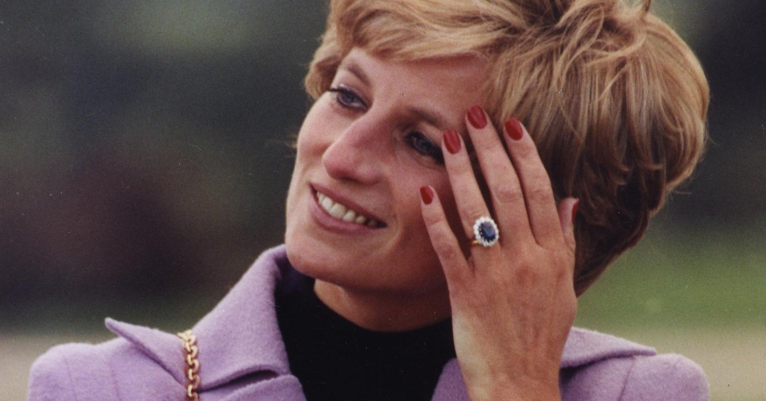 5 things to know about Princess Diana's engagement ring, as seen on The Crown