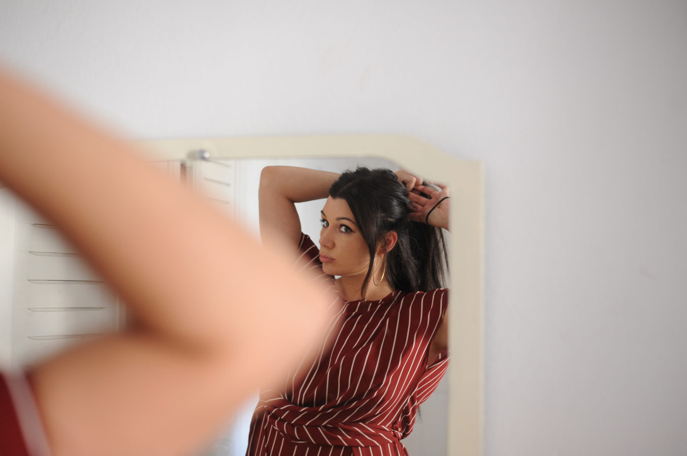 An in-depth guide to tackling frizzy hair in the middle of a lockdown